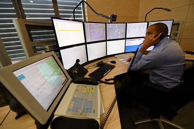 Dans la tour de contrôle de Vigneux-sur-Seine, le 13