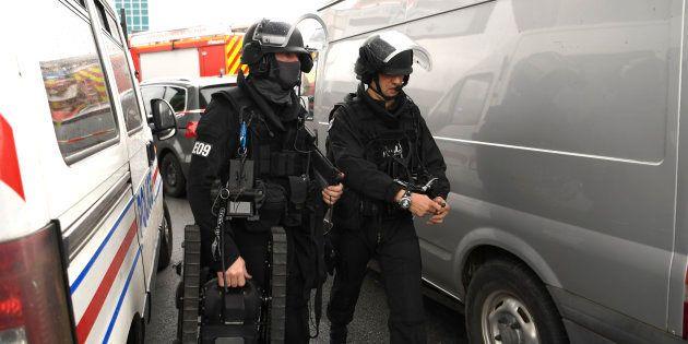 Des membres du Raid arrivent à l'aéroport d'Orly le 18