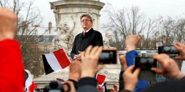 Jean-Luc Mélenchon lors de sa marche-meeting du 18 mars 2017 place de la