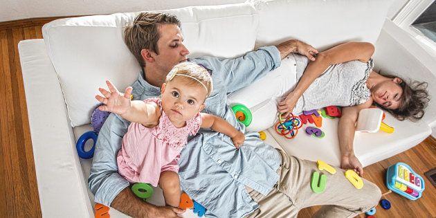 Aux parents qui se demandent quand leurs enfants vont les laisser dormir.