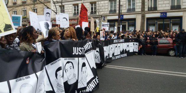 Des milliers de manifestants marchent contre les violences policières à