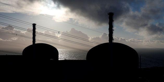 Les deux réacteurs nucléaires de la centrale de Flamanville sont à l'arrêt, à cause de deux problèmes...