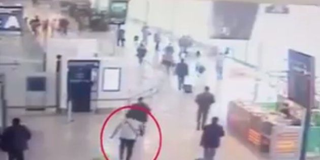 Les premières images de l'attaque de Ziyed Ben Belgacem à Orly filmées par la vidéosurveillance de