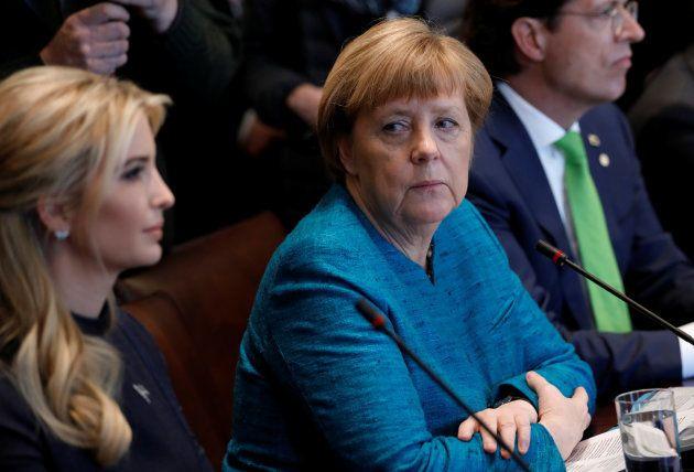 Angela Merkel installée à côté d'Ivanka Trump pendant une table ronde avec des chefs d'entreprise pendant...
