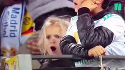 Cette petite fille imite Cristiano Ronaldo à la