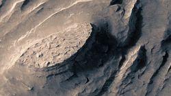 Cette vidéo de survol au-desssus de Mars a été réalisée à partir d'images