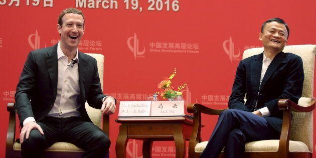 Mark Zuckerberg, le PDG de Facebook, avec le fondateur d'Alibaba, Jack Ma, le 19