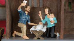 Voici la crèche de Noël moderne où Joseph fait un selfie et Marie un
