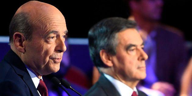 Alain Juppé et François Fillon lors du deuxième débat de la primaire de la droite et du centre à Paris...