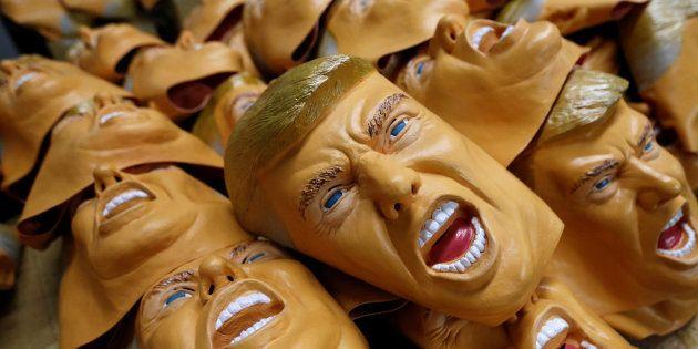 Des masques en caoutchouc représentant le nouveau président des Etats-Unis, Donald