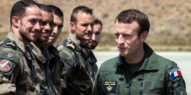 Emmanuel Macron lors d'une visite sur la base militaire d'Istres en juillet