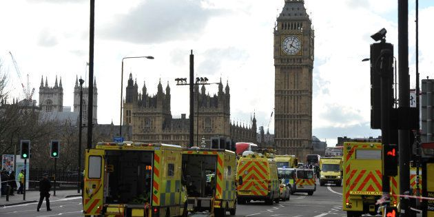 Le pont de Westminster bouclé après l'attaque terroriste à Londres le 22 mars