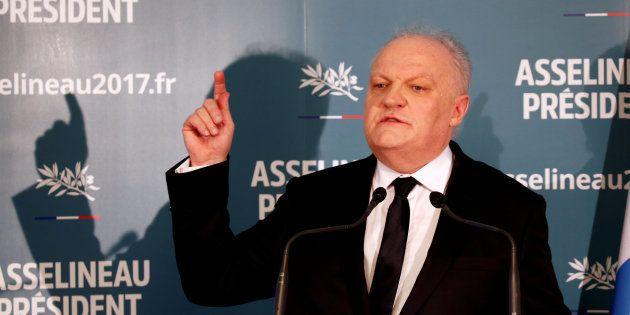 Francois Asselineau lors de sa conférence de presse à Paris le 10