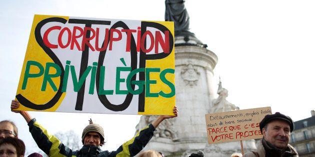 Manifestation contre la corruption des élus Place de la République à Paris, le 25 février