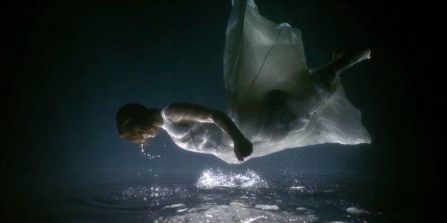Pour parler d'AVC, le groupe KIZ sort un clip envoûtant tourné sous l'eau.