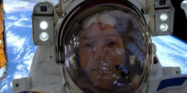 L'astronaute français Thomas Pesquet, lors de sa première sortie dans l'espace, le 13