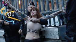Des Femen tentent de s'attacher au Palais de justice de Paris en soutien à Jacqueline