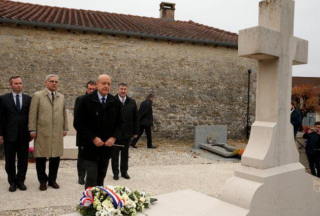 Alain Juppé rend hommage au général de Gaulle à Colombey-les-deux-Églises le 25 novembre