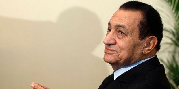 Hosni Moubarak lors d'une réunion au Caire en octobre