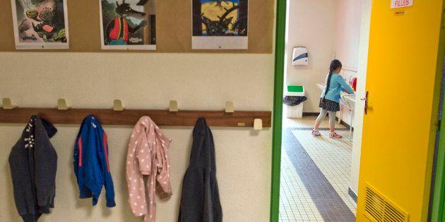 Dans les écoles, le cauchemar des toilettes (école Pierre Mendes France à Clermont-Ferrand le 4 septembre 2017)