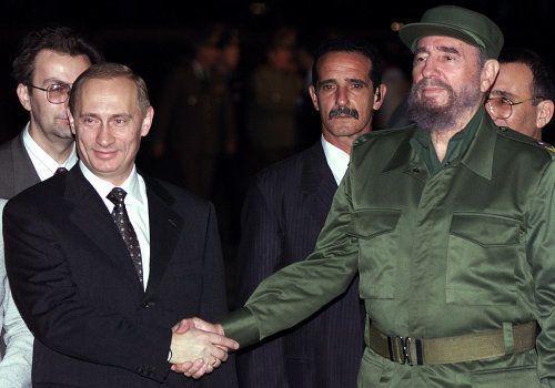 Vladimir Poutine et Fidel Castro à La Havane le 13 décembre