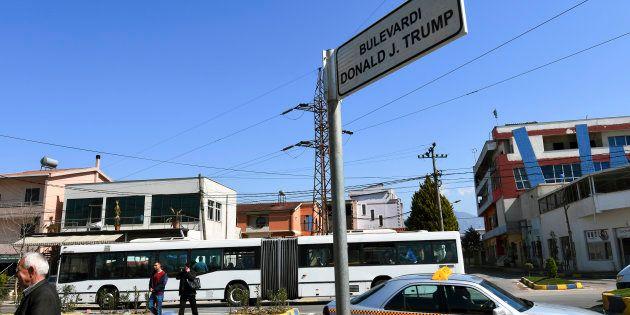 La ville de Kamza en Albanie a donné à un boulevard le nom du président