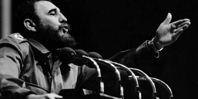 Fidel Castro parle aux Cubains à La Havane, vers