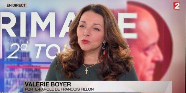 La croix de la porte-parole de François Fillon, Valérie Boyer, fait
