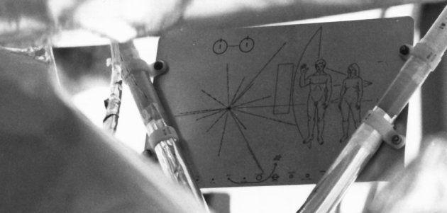 Le message installé à bord des deux sondes spatiales Pioneer 10 et Pioneer