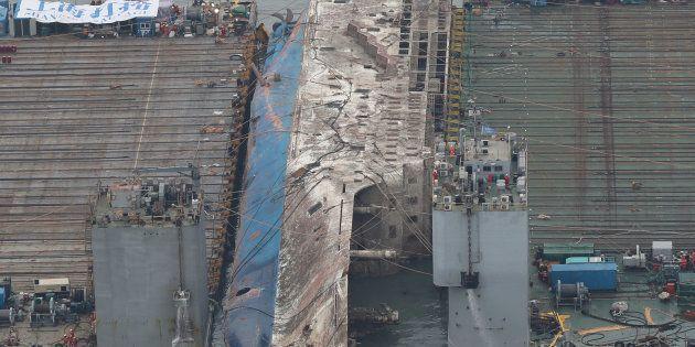 Le renflouement du ferry sud-coréen Sewoln trois ans après son