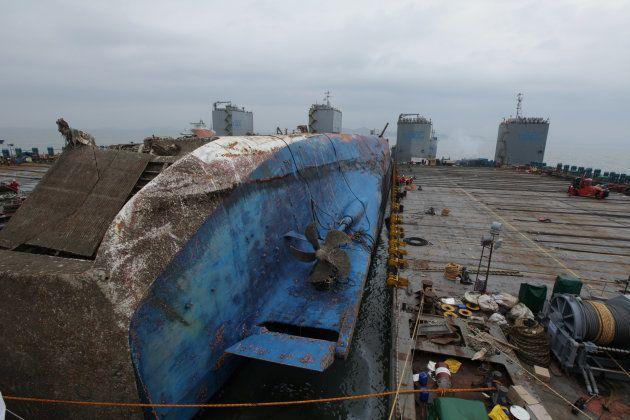 Le renflouement du ferry sud-coréen Sewol trois ans après son