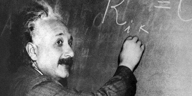 Albert Einstein a établi que la lumière avait toujours la même vitesse dans le