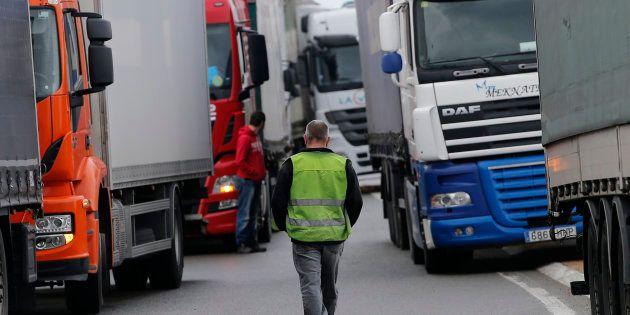 Les routiers annulent leur grève après avoir été rassurés par le