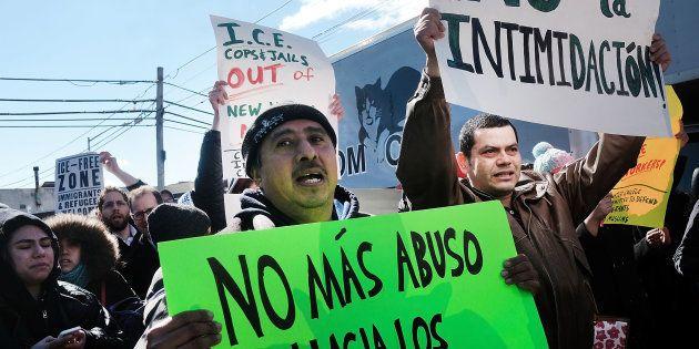 Les travailleurs immigrés aux Etats-Unis manifestent contre le décret anti-immigration de