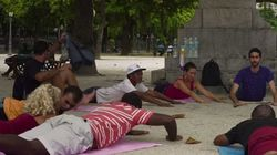 Les sans-abri de Rio de Janeiro ont droit à des cours de yoga