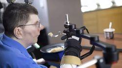 Un tétraplégique retrouve l'usage de son bras et de sa main grâce à des implants