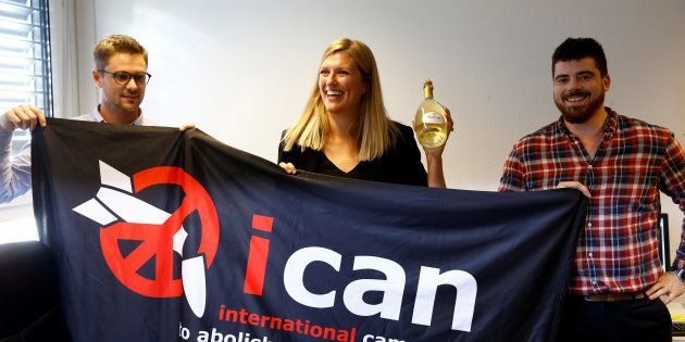 Les représentants de ICAN célèbrent le Prix Nobel de la paix 2017, le 6 octobre à