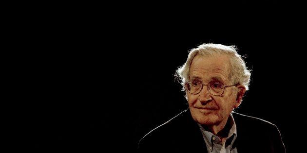 Pourquoi une remise de médaille à Noam Chomsky a été annulée par l'Assemblée