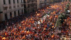 Des centaines de milliers d'anti-indépendance à Barcelone, Rajoy menace de suspendre l'autonomie de la