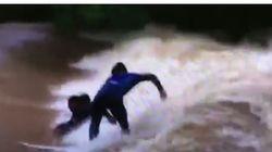 Ils font du surf et du jet-ski sur les inondations causées par le cyclone