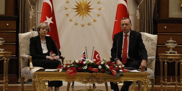 Le Président turc Erdogan et le Premier ministre Theresa May lors d'une rencontre à Ankara, le 28 janvier