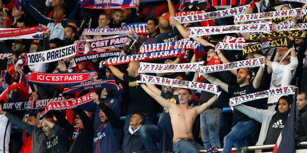 Des supporters du PSG lors du march face au FC Basel en Ligue des Champions le 19 octobre 2016. REUTERS/Charles...