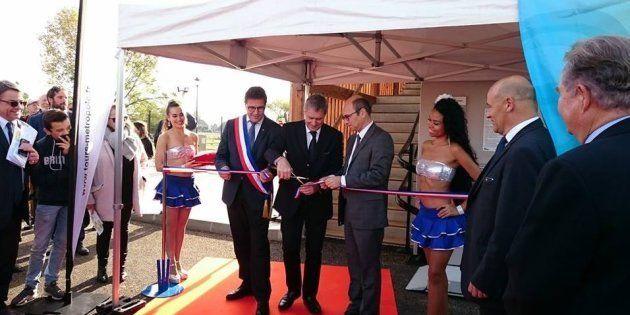 Pour inaugurer une station d'épuration, ces élus s'entourent de femmes en petites tenues