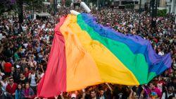 Le drapeau multicolore de la communauté gay, un lointain héritage du patriotisme