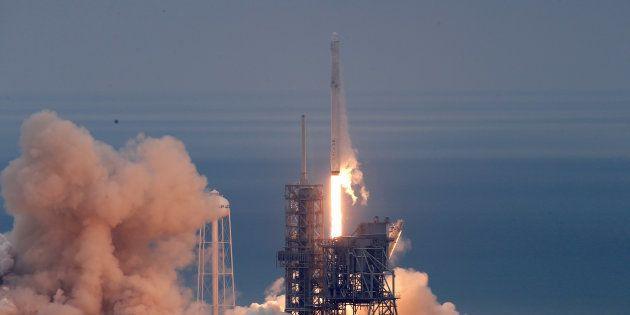 Lancement d'une fusée SpaceX à Cape Canaveral le 19 février