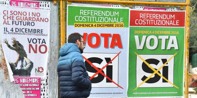 Des affiches de campagne pour le référendum constitutionnel italien à Rome, le 4 décembre