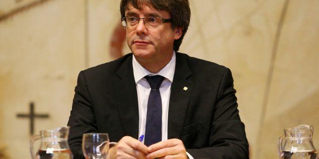 Carles Puigdemont suspend l'indépendance de la Catalogne pour laisser place au