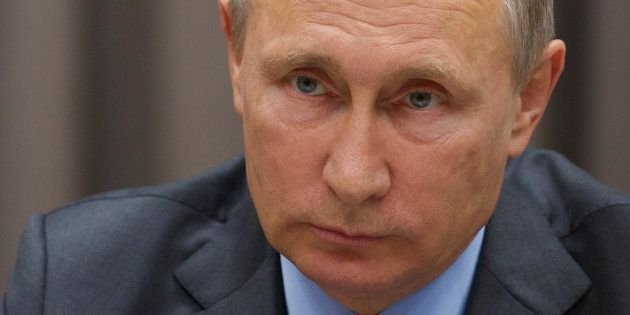Vladimir Poutine - ici le 21 septembre - charge Charlie Hebdo et appelle les artistes à