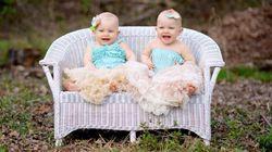 Ces deux bébés qui rejouent