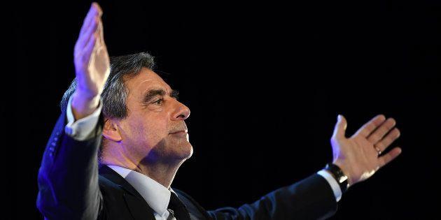 Qu'est-ce qui fait tenir François Fillon? / AFP PHOTO / ANNE-CHRISTINE